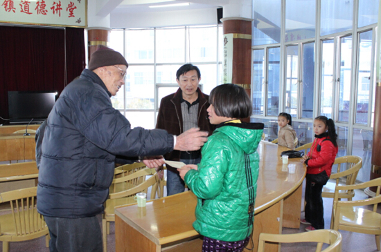 八旬老人7年捐款20余万元 清苦生活用善行美德传家(好人365) - yangruihe987 - 1號