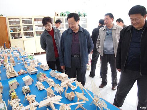 新疆塔城地区科协评估组调研沙湾四中科普工作